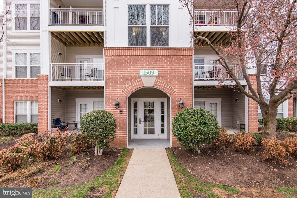 1509 North Point Dr Apt 201, Reston, VA 20194 Pictures