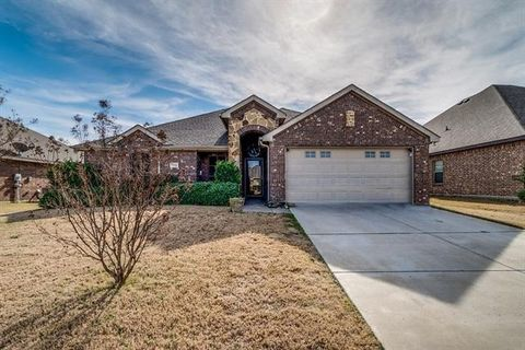 Photo of 210 Ghost Rider Rd, Waxahachie, TX 75165