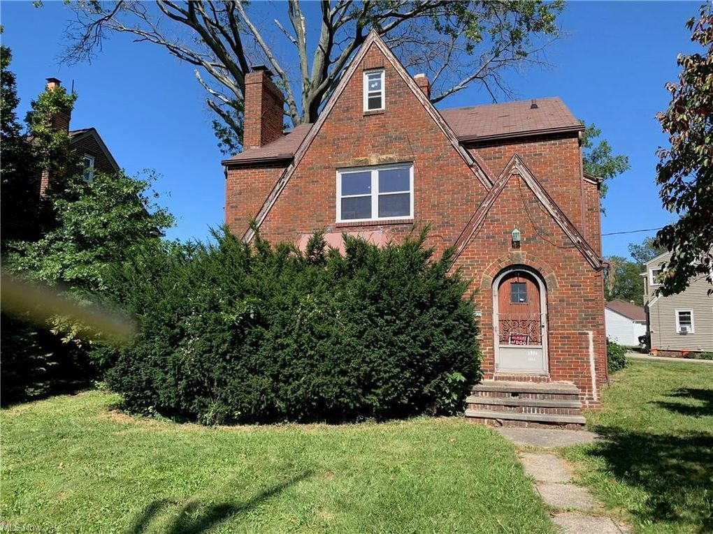 3155 Rocky River Dr Cleveland, OH 44111