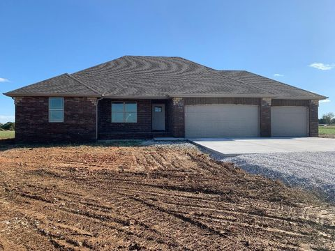 Photo of 162 Southern Fields Cir, Clever, MO 65631