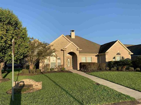 Photo of 2490 Amberwood Dr, Beaumont, TX 77713