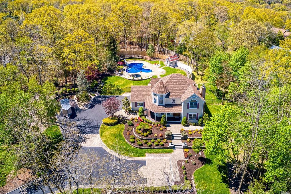32 Merritts Path Rocky Point, NY 11778