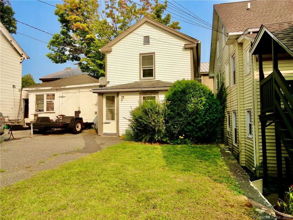 8 Oak St Winchester, CT 06098