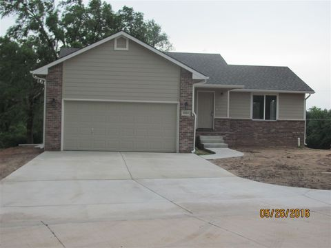 Photo of 1014 N Memory Ln, Kingman, KS 67068