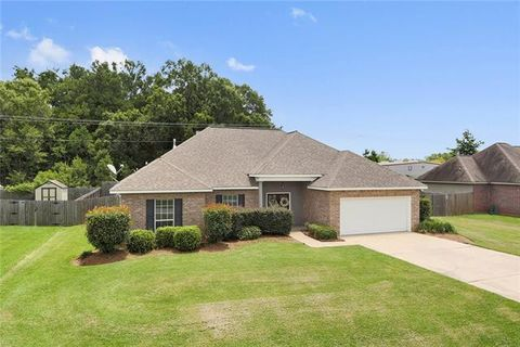 Photo of 634 Foxfield Ln, Madisonville, LA 70447
