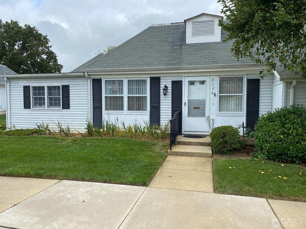 166 Portland Ln Unit 166A Monroe, NJ 08831