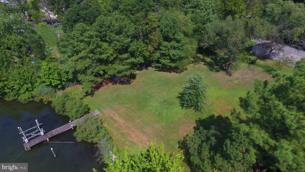 3713 Clarks Point Rd Middle River, MD 21220