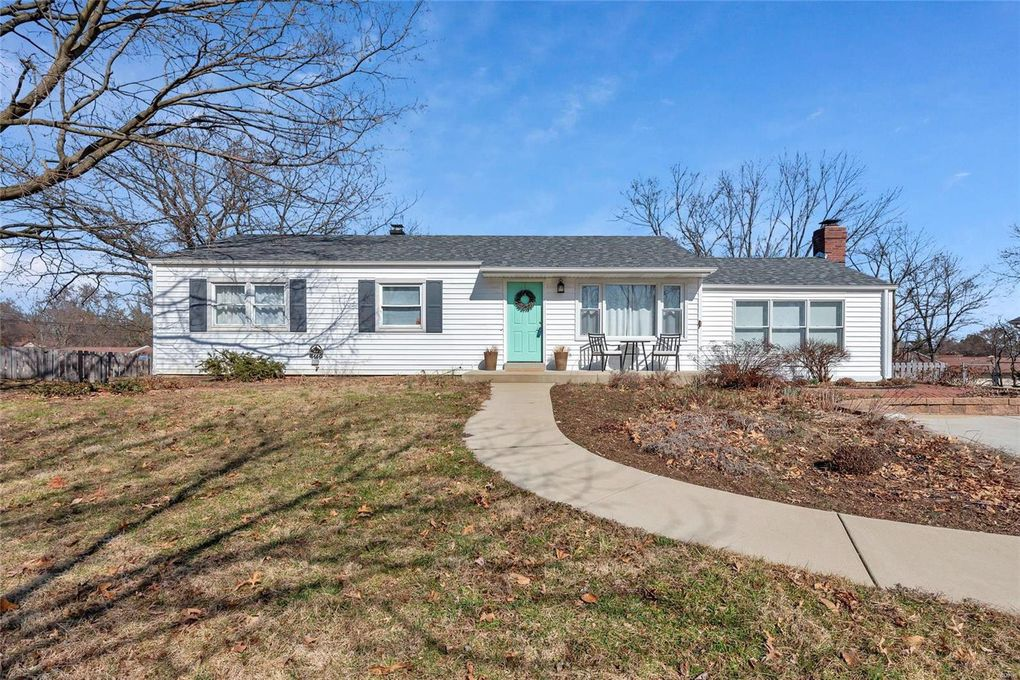 10133 Meadowfield Ln Saint Louis, MO 63128