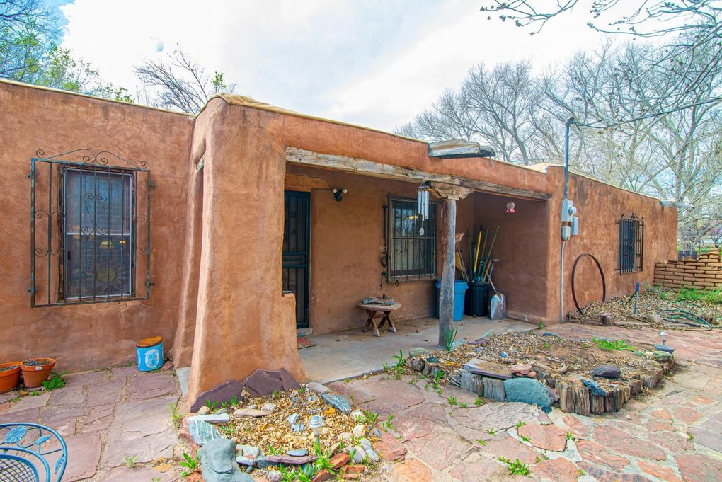 36 Laura Ln Los Lunas, NM 87031