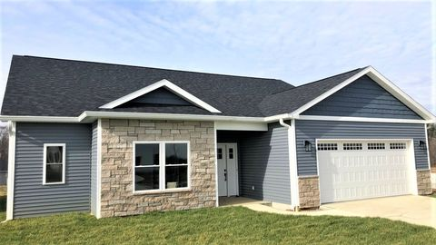 Photo of 1086 Deer Run Dr, Ellettsville, IN 47429