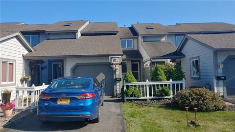 Photo of 358 Summerhaven Dr N, East Syracuse, NY 13057