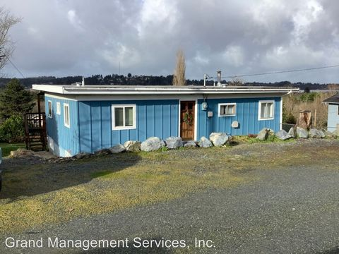 Photo of 210 First Ct, Coos Bay, CA 97420
