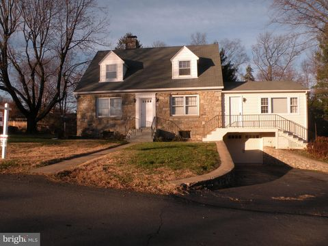 Photo of 811 W Holly Ln, Purcellville, VA 20132