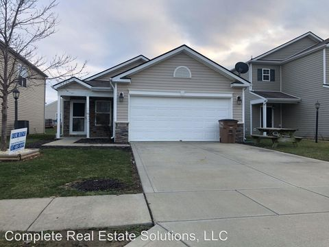 Photo of 2507 Middle View Dr, Columbus, IN 47201