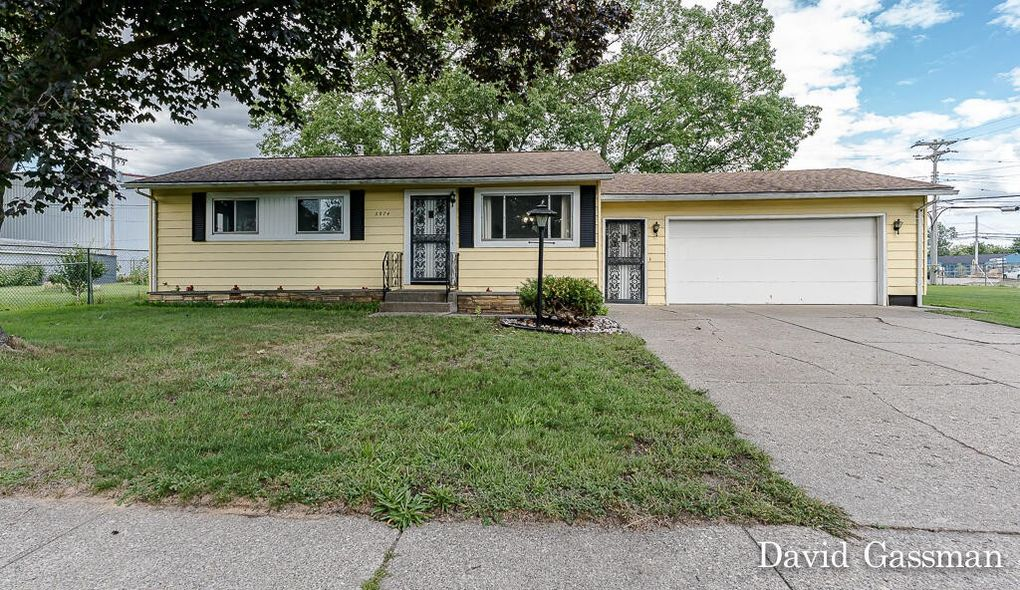 2974 Woodcliffe Dr Muskegon Heights, MI 49444