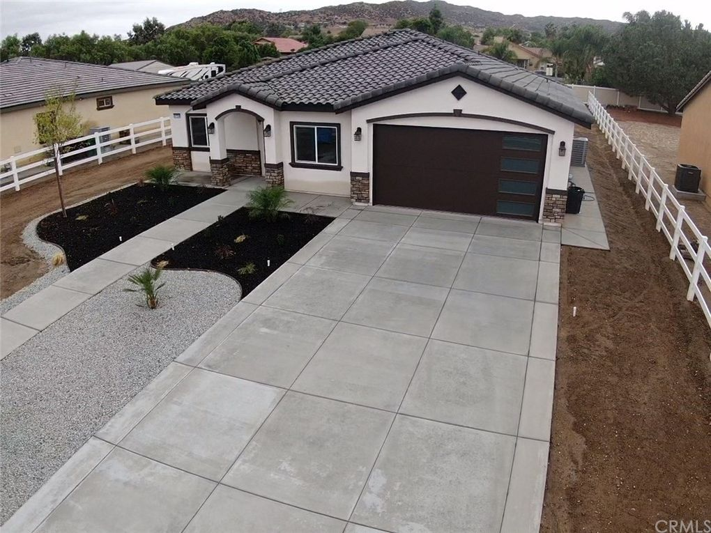 31539 Sunset Ave Nuevo Lakeview, CA 92567