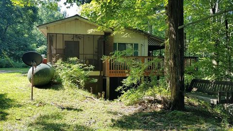 Middle Fork Rd N, Bat Cave, NC 28710 on single story guest house plans, mini barn plans, barn condo plans, single story garage apartment plans, small barn plans, 3-story apartment building plans, single story log cabin plans,