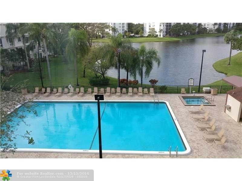 2216 N Cypress Bend Dr Apt 403 Pompano Beach, FL 33069