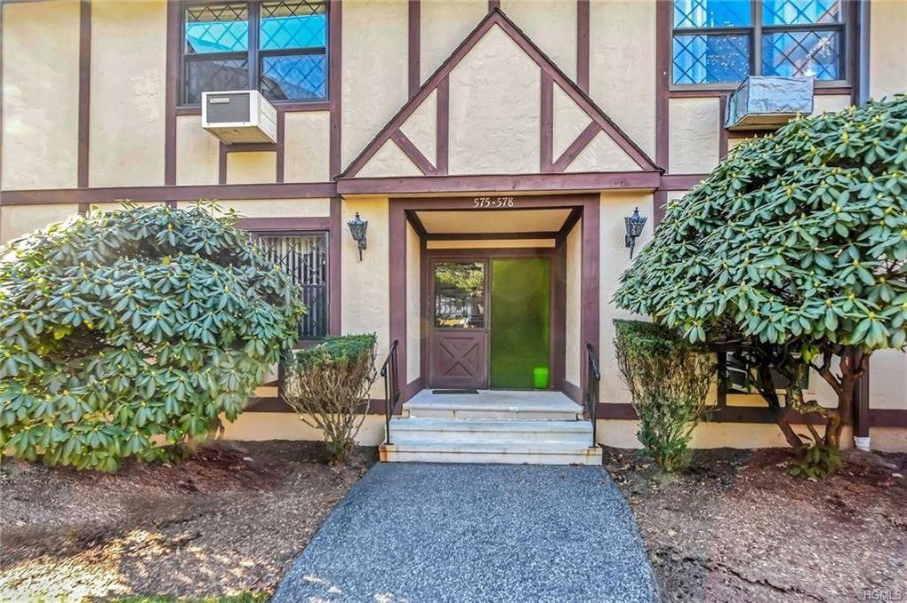 576 Sierra Vista Ln, Valley Cottage, NY 10989