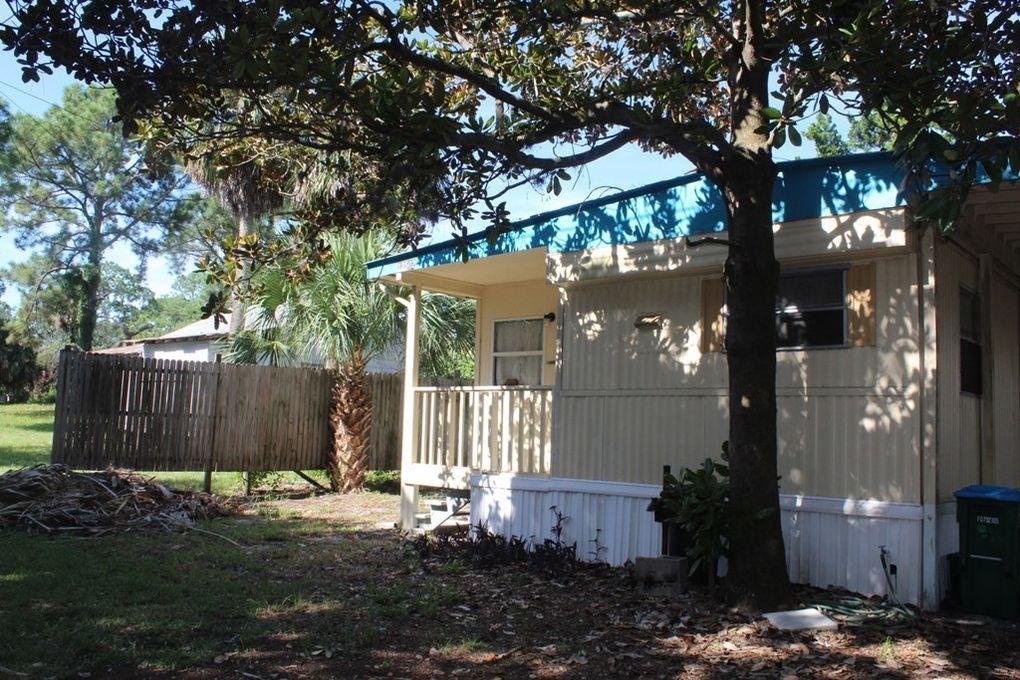12502 Live Oak St, Cedar Key, FL 32625