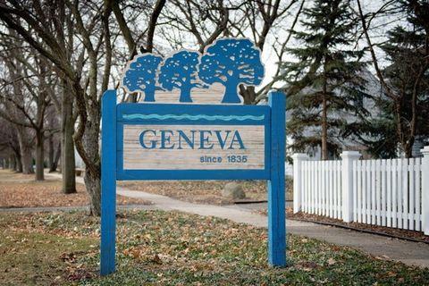 1718 Kaneville Rd, Geneva, IL 60134