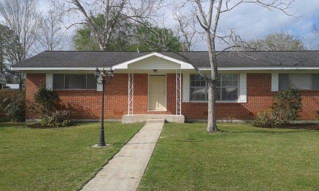 623 E Myrtle Ave, Foley, AL 36535