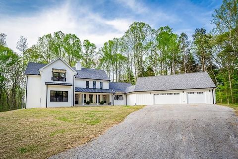 Photo of 120 Oak Brook Ln, Livingston, TN 38570