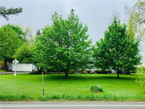 Photo of 8640 Center Rd, Holland, NY 14080