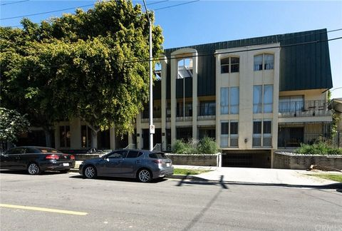 Photo of 1820 Canyon Dr Apt 102, Hollywood, CA 90028