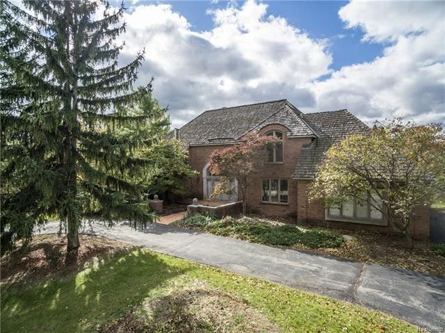 d4af8bee568f808f699c7e2eb697f2dcl m0xd w1020 h770 q80 Inside Look At Aretha Franklins Bloomfield Township Home Up For Sale
