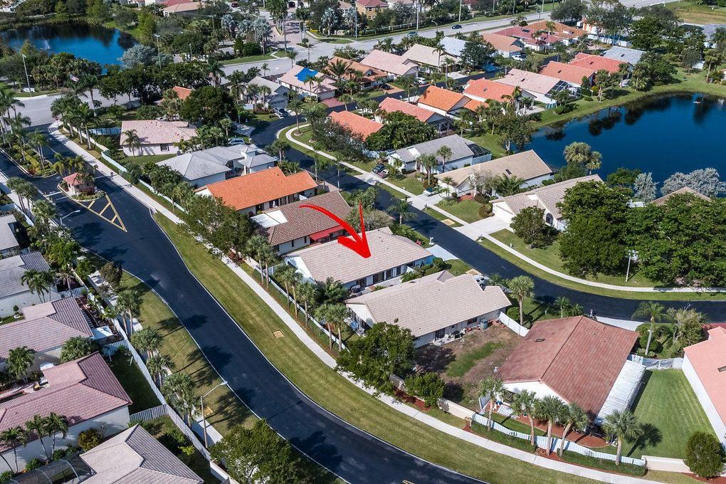 127 Executive Cir, Boynton Beach, FL 33436