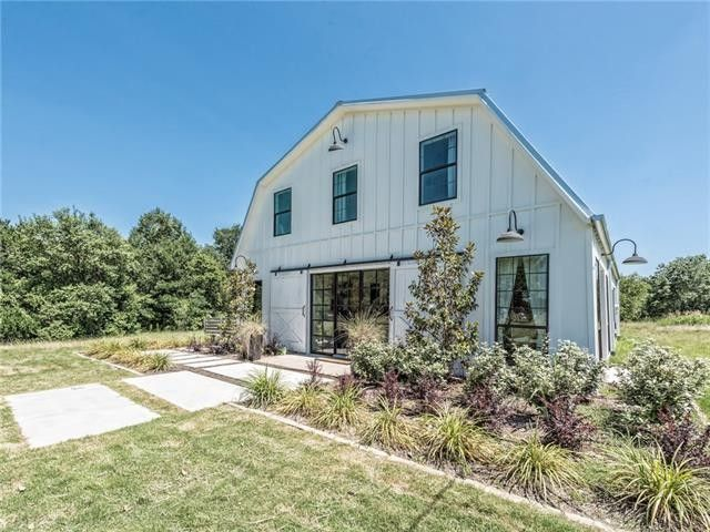 123 Spring Creek St, Lacy Lakeview, TX 76705