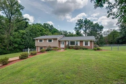 364 Weatherstone Dr, Forest City, NC 28043