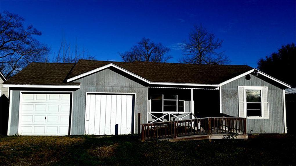 509 W Oak St, Highlands, TX 77562