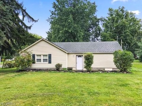 Photo of 4646 Kennedy Rd, Lowellville, OH 44436