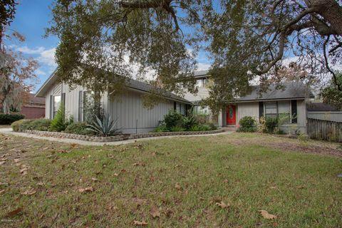 902 Lakeridge Dr, Orange Park, FL 32065