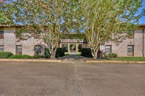 Photo of 1700 E Stone St Apt 33, Brenham, TX 77833
