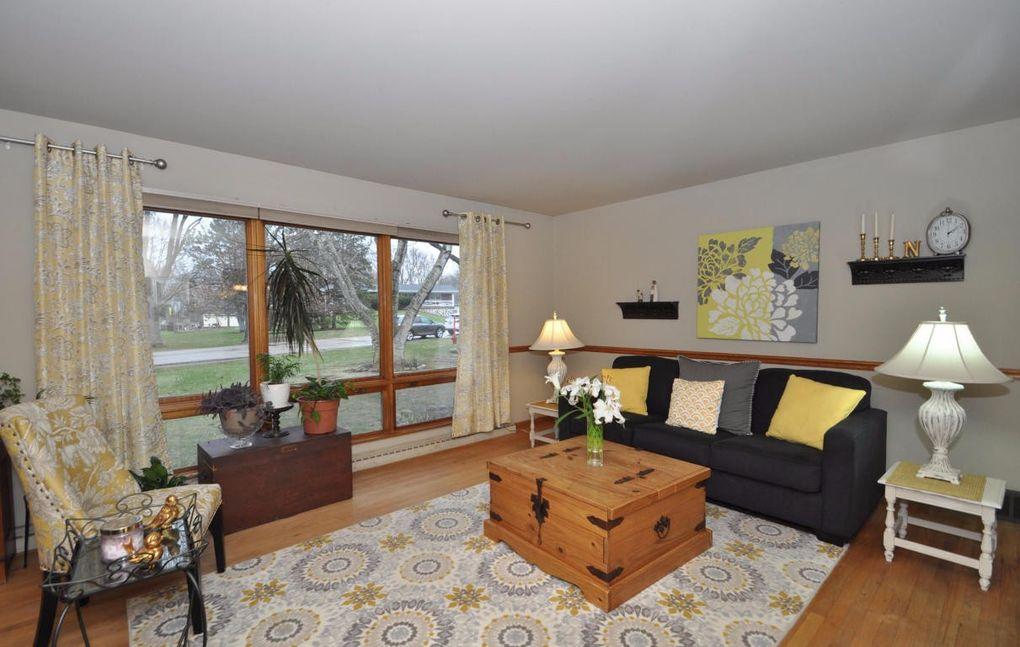 13336 w nicolet dr new berlin wi 53151. Black Bedroom Furniture Sets. Home Design Ideas