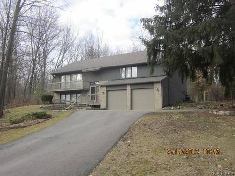 2359 Baseview Dr, Hamburg Township, MI 48169