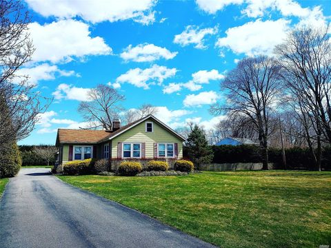 Photo of 31 Chapman Blvd, East Moriches, NY 11940