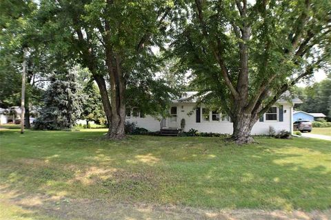 735 4th St, Meadow Grove, NE 68752