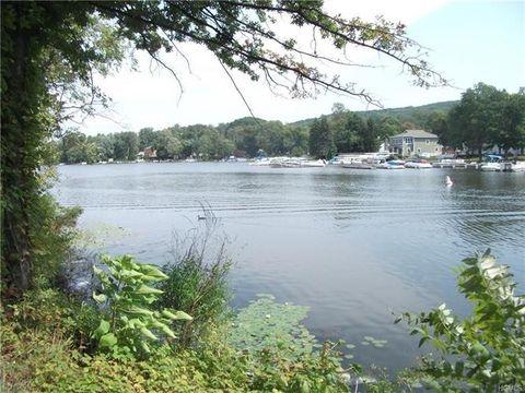 15 Waterstone Rd, Greenwood Lake, NY 10925