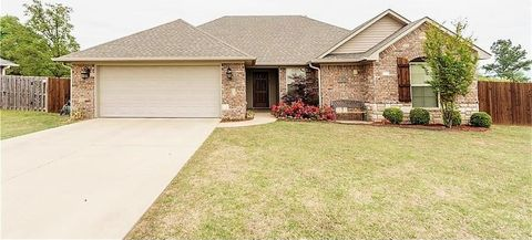Photo of 1018 Persimmon St, Greenwood, AR 72936