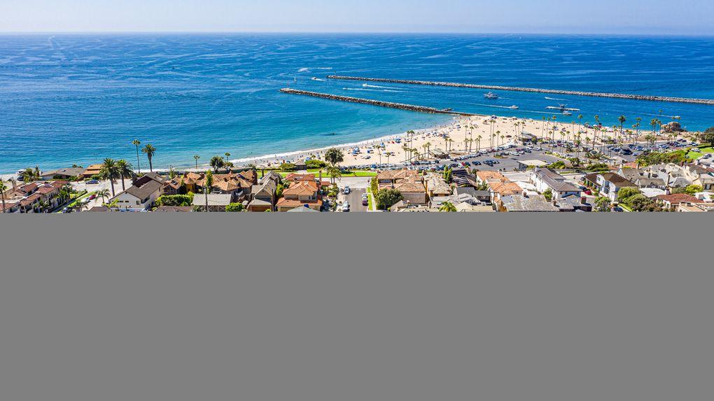 where is corona del mar located