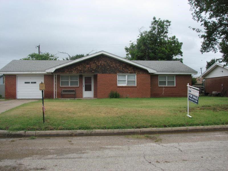 1403 Mercer St, Quanah, TX 79252 on