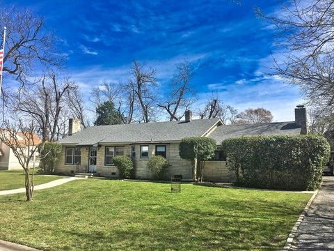 Photo of 303 Spence St, Kerrville, TX 78028