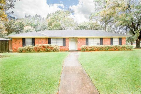 Photo of 2095 Longfellow Dr, Beaumont, TX 77706
