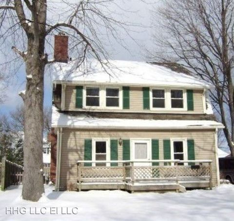 Photo of 8925 Lake Overlook Dr, Mentor, OH 44060