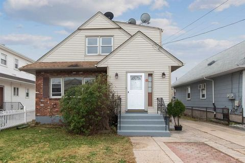 29 Mina Dr, Jersey City, NJ 07305