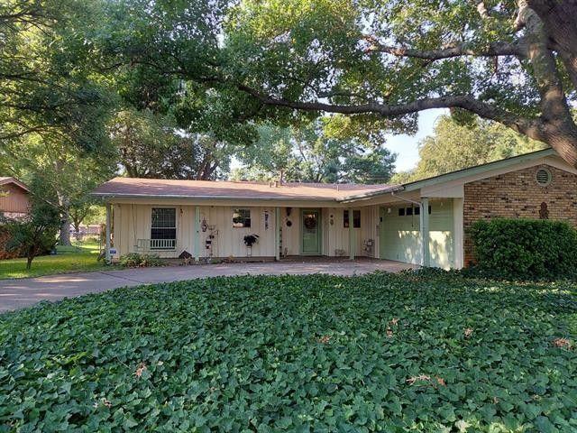 833 Edgehill Dr Hurst, TX 76053